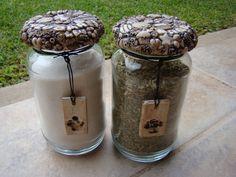 FRASCO DECORADO CON PORCELANA FRIA Mason Jar Wine Glass, Ideas Para, Biscuit, Tableware, Jars, Home, Mason Jars, Spoons, Modeling