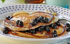 Amerikkalaiset pannukakut - Sunnuntain brunssipöydän suosikki. American Pancakes, Eat To Live, Feel Good, Blueberry, French Toast, Menu, Favorite Recipes, Breakfast, Ethnic Recipes