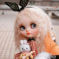 "_cocodoll_ no Instagram: ""#blythehk #blythe #blythedoll #customblythe #doll #customdoll #cocodollll 娃妈返图"" Animal Crossing Pocket Camp, Custom Dolls, Blythe Dolls, Disney Characters, Fictional Characters, Disney Princess, Cute, Animals, Instagram"
