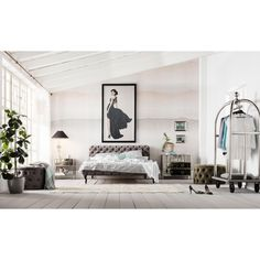 Bett Desire Samt Silbergrau 180x200 cm - Metropolis - KARE Design Velvet Furniture, New Furniture, Kare Design, Design Baroque, Laminated Veneer Lumber, Joy Of Living, Bench Designs, Diy Bedroom Decor, Home Decor