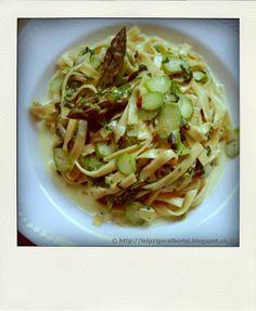 Pasta mit grünen Spargel und cremigem Spinat | leipziger Alberlei