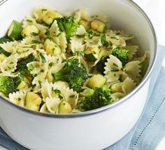 Courgette, Broccoli and Gremolata Pasta - 69 Quick Low-Calorie Lunches That Are Yummy To Eat Bbc Good Food Recipes, Lunch Recipes, Pasta Recipes, Vegetarian Recipes, Cooking Recipes, Healthy Recipes, Skinny Recipes, Rice Recipes, Cooking Ideas