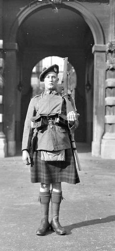 WWI, Oct 1917; Private, South African Scottish in full marching order. Front view. Taken in the courtyard of the Royal Mews, Buckingham Palace. © IWM (Q 30206)