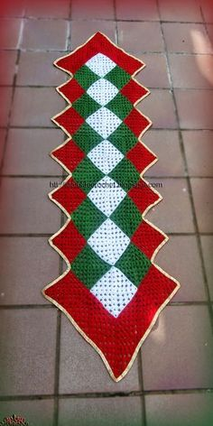 Free Crochet Doily Patterns To Beautify Your Home Crochet Table Runner Pattern, Free Crochet Doily Patterns, Crochet Placemats, Crochet Quilt, Knit Or Crochet, Crochet Doilies, Crochet Christmas Decorations, Christmas Crochet Patterns, Holiday Crochet