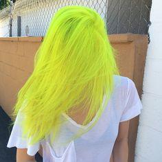 28 Super Hair Color Ideas for Short Hair, Yellow Hair Color, Hair Color Dark, Cool Hair Color, Neon Yellow, Hair Colors, Neon Green Hair, Colours, Pelo Multicolor, Hair Bun Maker