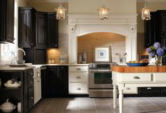 two tone kitchen cabinets, so pretty!