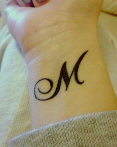 Manon Mathers - DIY & Crafts - Home Phönix Tattoo, M Tattoos, King Tattoos, Friend Tattoos, Wrist Tattoos, Tattoo Blog, Small Tattoos, Cool Tattoos, Alphabet Tattoo Designs