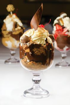 Did you know that our Signature Dockside Gooey Desserts contain almost a pound of ice cream alone? A brain freeze never sounded so delightful! Coeur D'alene Idaho, Coffee Milkshake, Coeur D Alene Resort, Hot Fudge, Sounds Good, Places To Eat, Facebook Feed, Ice Cream, Sweet