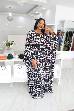 Latest Ankara Styles For Wedding: 25 Top Stylish Ankara Styles For Wedding African Wear Dresses, African Fashion Ankara, Latest African Fashion Dresses, African Print Fashion, African Attire, Ankara Short Gown Styles, Cocktail Dresses With Sleeves, African Traditional Dresses, Estilo Fashion