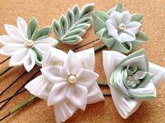星の花のUピン Diy Ribbon Flowers, Kanzashi Flowers, Ribbon Work, Clay Flowers, Ribbon Crafts, Flower Crafts, Fabric Flowers, Kanzashi Tutorial, Flower Video