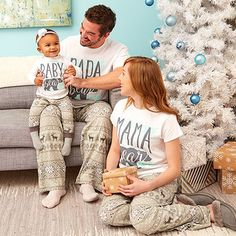 Matching family jammies are a holiday tradition in many homes—why not yours too? Explore this collection of styles for Christmas as well as the rest of the year. Matching Family Christmas Pajamas, Christmas Pjs, Matching Family Outfits, Christmas Photos, Christmas Bread, Funny Pjs, Family Picture Poses, Cute Photography, Holiday Pictures
