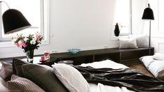 Sypialnia w starej kamienicy. Warszawa. Projekt wnętrz: Grupa Żoliborz; foto: Marcin Tryc, zabudowy @meble-cubeo #bedroom #furniture #homedecor #meble #lifestyle