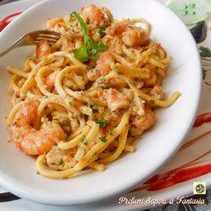 I tonnarelli al sugo di pesce spada e gamberetti è un primo di pesce strepitoso. La pasta, risottata nel sugo, diventa irresistibile.