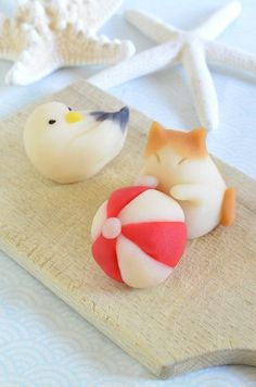 Nerikiri Cat, Bird, and Ball Japanese Treats, Japanese Food Art, Japanese Cake, Japanese Dishes, Asian Desserts, Sweet Desserts, Japanese Wagashi, Kawaii Dessert, Tea Culture