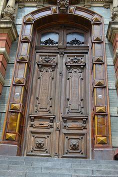 Buenos aires argentina puertas ventanas y balcones for Ventanas hacia el vecino argentina