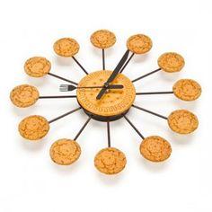 Reloj de Pared Galletas / Cookies Wall Clock · Tienda de Regalos originales UniversOriginal Galletas Cookies, Cool Things To Buy, Triangle, Objects, Clock, Cool Stuff, The Originals, Wall, Gifts