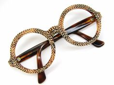 Jeeeezus. I'm so in love with these frames! Look at that detailing. *swoon* Vintage French 60s Round Eyeglasses