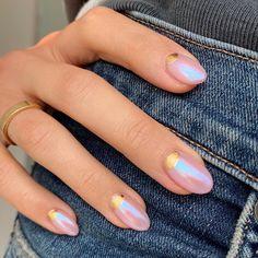 Holographic nail art - - Holographic nail art Nail Designs Korean nail art Via Nargis Khan Stylish Nails, Trendy Nails, Cute Nails, Elegant Nails, Fancy Nails, Minimalist Nails, Minimalist Art, Minimalist Wedding, Korean Nails