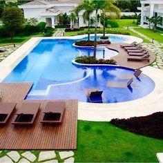 Paisagismo incrível por Daniel Nunes. Um tibum nessa piscina seria ó sensacional! Haha @decoreinteriores