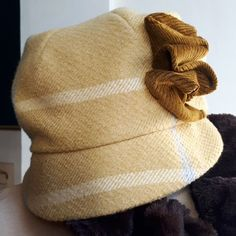 Everyday cap for the colder months ahead. Little Bag, Little Gifts, Merry Christmas To All, Hat Shop, Cloche Hat, Neck Wrap, Wool Felt, Hand Knitting, Nice Dresses