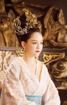"""Gong Li in the film """"The Curse of the Golden Flower"""". Hanfu, Asian Style, Chinese Style, Flower Film, Gong Li, Girl Film, Golden Flower, Chinese Movies, Japanese Geisha"""