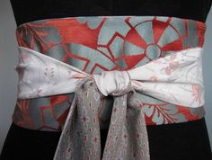 This gorgeous belt is made from vintage silk obis, vintage silk kimonos and found pieces of Japanese vintage silk.   It features a central panel made from a piece of obi silk in rust and pale blue with circular patterns . The ties are made from a piece of cream floral patterned kimono silk.   The re...