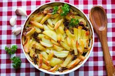 Spagetti-jauhelihavuoka - Ruoka & Koti Celery, Koti, Cabbage, Food And Drink, Spagetti, Vegetables, Cabbages, Vegetable Recipes, Brussels Sprouts