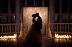 Свадебная церемония в темноте арка свечи белая свадьба выездная регистрация венчание ночная #wedding wedding inspiration night in the dark candles bride groom