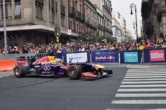 Daniel Ricciardo (AUS) Escudería Red Bull, Auto RB7. En la esquina de Av. 20 de Noviembre y la calle de Uruguay durante el F1 Show Run Red Bull 2015, Centro Histórico de la Ciudad de México.