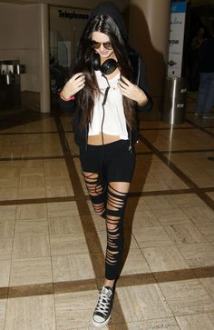 Gallery of photos showing Kendall Jenner styles. Kendall Jenner dress sense, clothes, accessories and hairstyles. Fashion Sale, Love Fashion, Girl Fashion, Style Fashion, Grunge Fashion, Fashion Addict, Urban Fashion, Fashion Ideas, Kendall Jenner Style