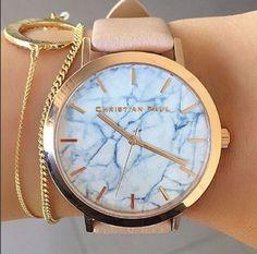 上品で機能的、見た目も可愛い腕時計はできる女のマストアイテム。毎日身に着けるし、人目に付くものだからこそお気に入りを買い求めたいところ。でも高級すぎる時計には手が出せないし、みんなが付けているブランドは嫌。そんなわがままな女子の悩みを一挙に解決してくれるネクストヒットなウォッチ、あるんです。 Clock Necklace, Ring Necklace, Michael Kors Watch, Jewlery, Celebrity Style, Watches, Changing Room, Check, Life