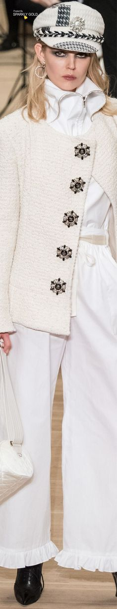 Chanel Pre-Fall 2018 Love this look! Fashion 2018, Fashion Week, Fashion Brand, High Fashion, Fashion Outfits, Womens Fashion, Fashion Design, Coco Chanel, Chanel Couture