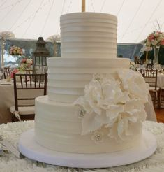 Photo: MBV Photography; So Incredibly Pretty Wedding Cakes - MODwedding; Cake: Confectionery Designs