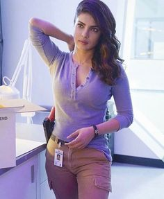Priyanka Chopra as Alex Parrish in Quantico, conquering Bollywood and Hollywood. Actress Priyanka Chopra, Priyanka Chopra Hot, Anushka Sharma, Quantico Priyanka Chopra, Bollywood Heroine, Beautiful Bollywood Actress, Most Beautiful Indian Actress, Bollywood Fashion, Indian Actress Hot Pics