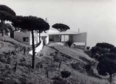 Casa Ugalde, a 1951 project designed by architect José Antonio Coderch near Barcelona, Spain. Modern Buildings, Modern Architecture, Shopping In Barcelona, Mediterranean Homes, Mediterranean Architecture, Country Roads, College, Outdoor, Modernism