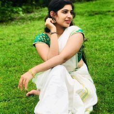 Onam Saree, Kerala Saree, Social Media Video, Beauty Full Girl, Indian Beauty Saree, India Beauty, Traditional Dresses, Beautiful Actresses, Beautiful Women
