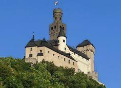 Die Marksburg bei Braubach ist die einzige nie zerstörte Höhenburg am Mittelrhein.