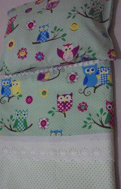 Jogo de lençol para berço americano composto de um lençol com elástico em toda volta, um lençol de cima e duas fronhas. Tecido 100% algodão. <br>Medidas: lençol com elástico: 1,80 cm x 1,40 cm <br> lençol de cima: 1,80 cm x 1,30 cm <br> fronha: 30 cm X 40 cm