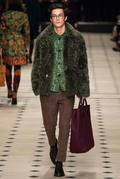 Burberry Prorsum - Fall 2015 Ready-to-Wear - Look 14 of 55 I like this blend of subdued colour  quite gorgeous and unexpected.