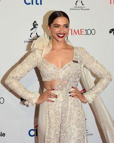 Deepika Padukone In Anamika Khanna Indian Bollywood Actress, Bollywood Saree, Bollywood Fashion, Designer Blouse Patterns, Designer Dresses, Deepika Padukone Style, Anamika Khanna, Bridal Blouse Designs, Indian Celebrities
