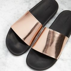 Slides Sandal from Forever21 Metallic Strap Slice Sandal with Rose Gold color from Forever21 ❤️❤️❤️ used, little dirty like picture but cant see clearly Forever 21 Shoes Sandals