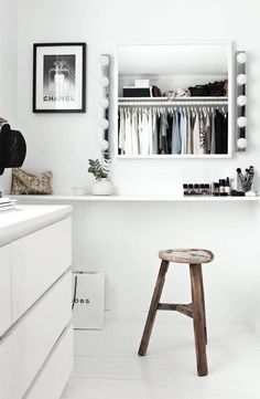 Closet: makeup vanity option