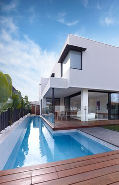 Latitude Beddoe Ave, Brighton East VIC Pool straight off the alfresco with glass fencing Small House Exteriors, Dream House Exterior, Duplex Design, Modern House Design, Custom Home Builders, Custom Homes, Glass Pool Fencing, Glass Fence, Home Builders Melbourne