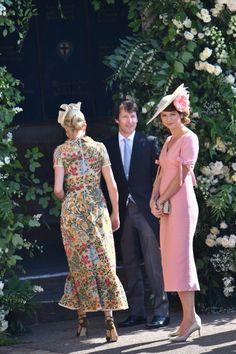 O sňatku prince Harryho a herečky Meghan Markle se hovoří jako o obřadu, který byl dosud pro královskou rodinu nevídaný. Moderní a přizpůsobený osobnosti nevěsty. Situaci odpovídal i výběr hostů: místo politiků zde byli přátelé Meghan a hollywoodské hvězdy.