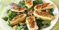 Receta de ensalada de manzana, queso brie y cebolla caramelizada, acompañada de…