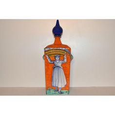 """Fedele riproduzione di bottiglie raffiguranti gli antichi mestieri del Rinascimento toscano """"L'Ortolana"""".Questo oggetto è rigorosamente e abilmente fatto e pitturato a mano da Maestri Artigiani di Montelupo, e pertanto appare unico nei suoi particolari."""