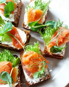 Smoked Salmon Sandwich, Fresh Rolls, Sandwiches, Ethnic Recipes, Food, Essen, Meals, Paninis, Yemek