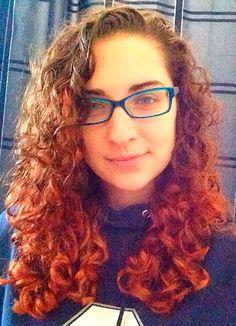 Aprenda a fazer mechas vermelhas nos cabelos cacheados. #cabelosvermelhos #cachos #cacheados http://salaovirtual.org/mechas-vermelhas-cabelos-cacheados/