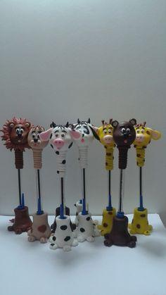 Canetas decoradas bichinhos , a caneta é toda revertida em biscuit,esse valor é pra cada peça .