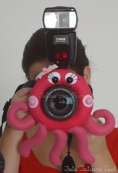 Ótima dica para fotografar crianças, assim elas se distraem e interagem com a câmera :)